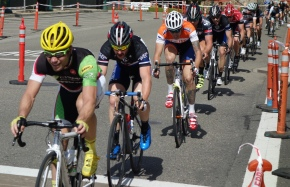 P/1/2 Racers (including Pete Morris, 4th from front) coming through the downhill stretch